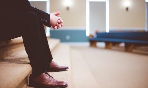 花田優一 工房ではなく専門学校出身で師匠が弟子を否定!靴の評判は?